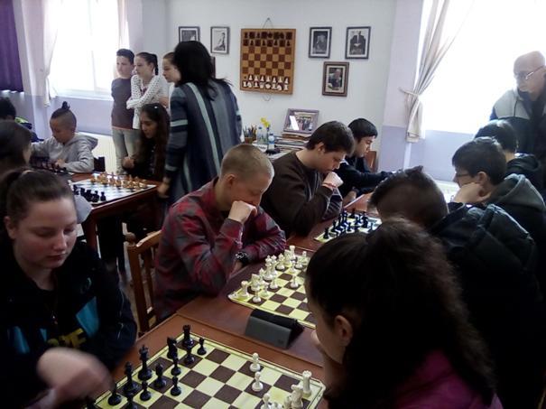 Ученичката Десислава Иванова Добрева от IX в спечели всичките си партии по шахмат
