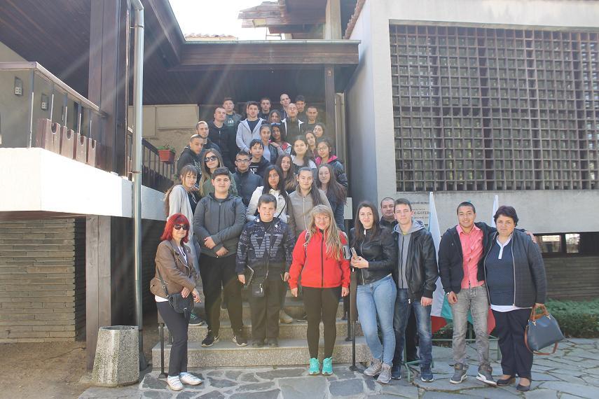 """Ученици от ПГАТ """"Цанко Церковски"""" използваха пролетната ваканция, за да се докоснат до миналото ни"""