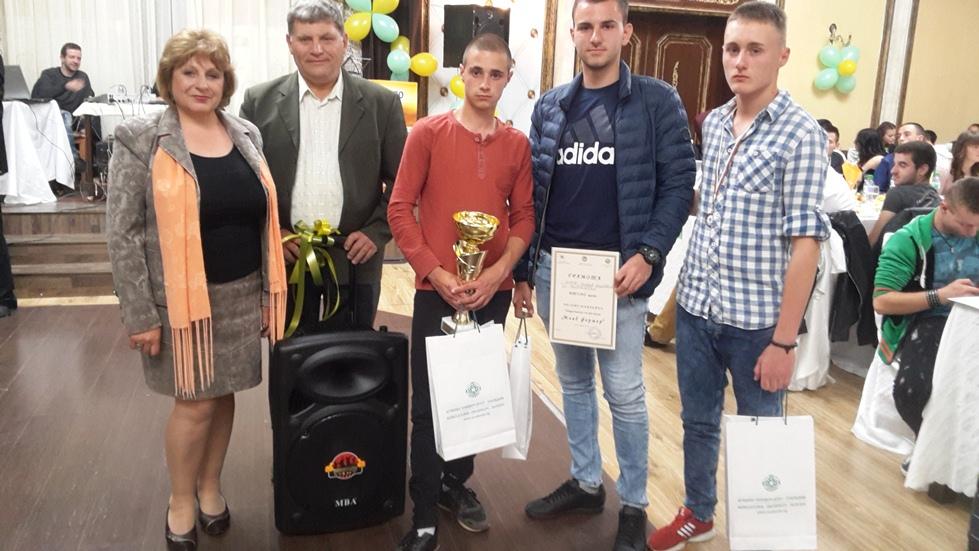 """Отборът на ПГАТ """"Цанко Церковски"""" спечели второ място на националното състезание """"Млад фермер"""" проведено в Добрич"""